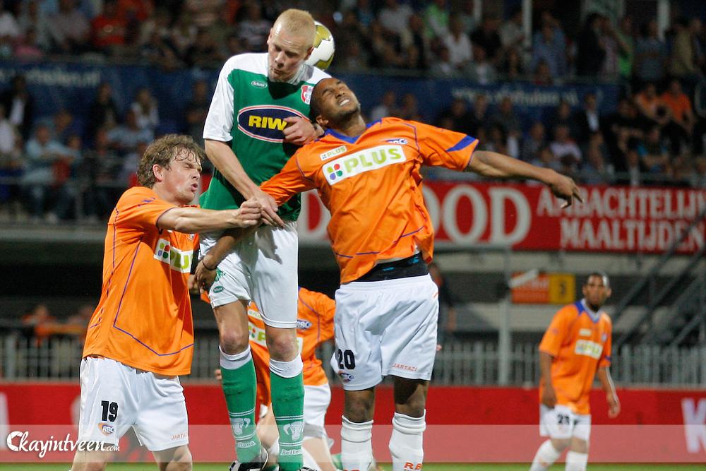 ROOSENDAAL - RBC - Dordrecht, Jupiler league, Seizoen 2010-2011, 06-05-2011, Mariflex stadion, Pepijn Veerman (l) en Junior Livramento beide van RBC en Tommie Beugelsdijk (m)