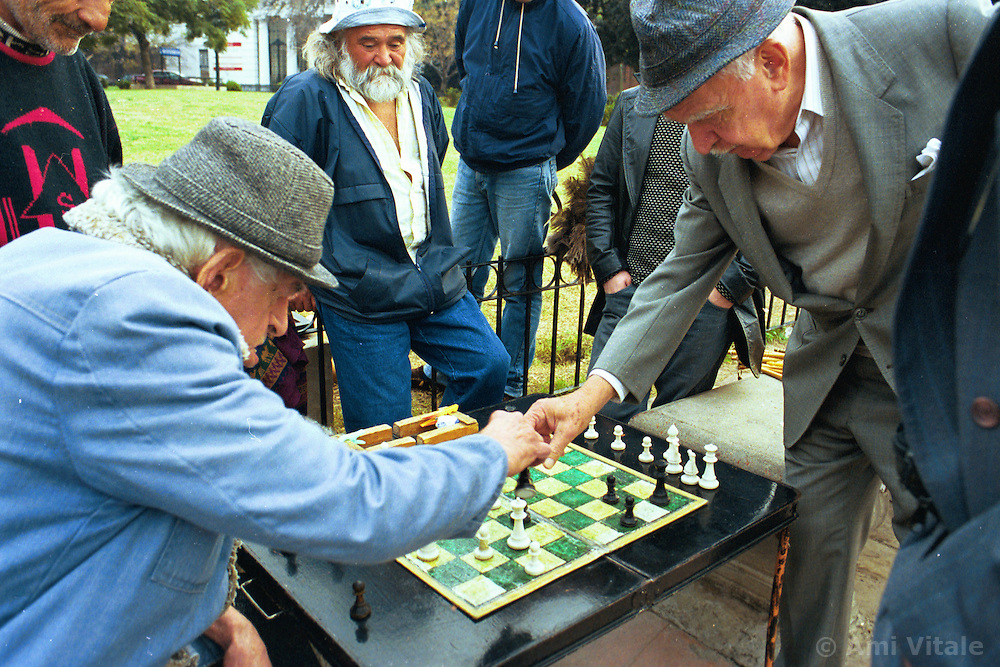 BUENOS AIRES, ARGENTINA: Men play chess on the sidewalks of Buenos Aires..(Photo by Ami Vitale)