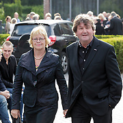 NLD/Bilthoven/20120618 - Uitvaart Will Hoebee, Albert West en partner Joke Vloet