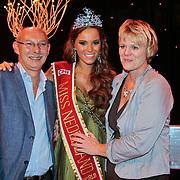 NLD/Nijkerk/20110710 - Miss Nederland verkiezing 2011, Miss Nederland World Jill Lauren de Robles met haar ouders