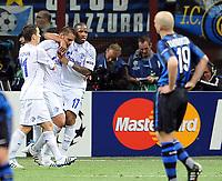 Milano, 05/04/2011<br /> Champions League/Inter-Schalke 04<br /> Gol Schalke 04: la festa di Edu e compagni e la delusione dell'Inter