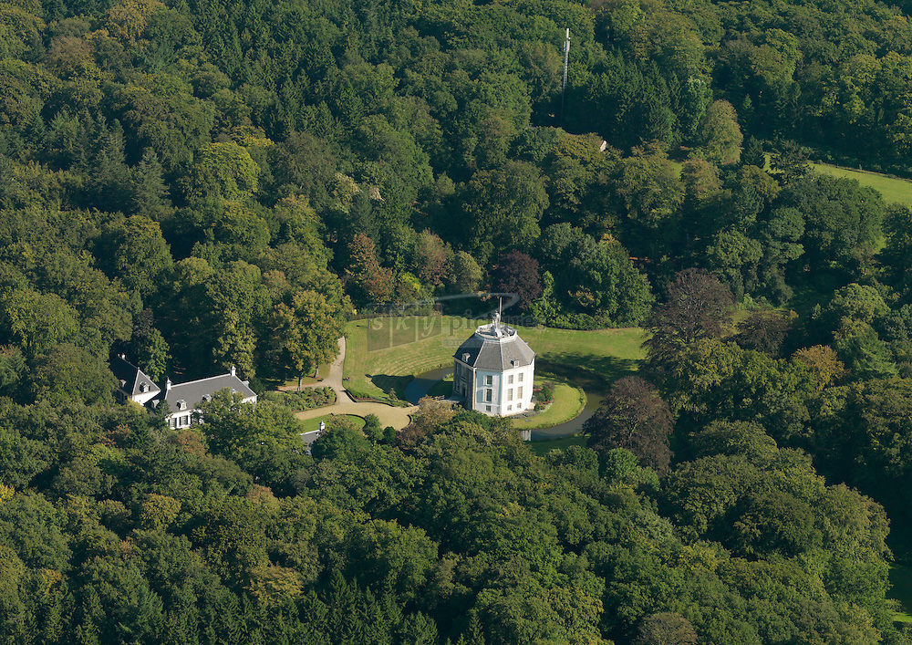 Kasteel Drakensteyn (ook wel Drakestein, Drakenstein of Drakensteijn), is een kasteel en landgoed gelegen nabij Lage Vuursche, gemeente Baarn
