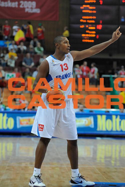 DESCRIZIONE : Katowice Poland Polonia Eurobasket Men 2009 Quarter Final Francia France Spagna Spain<br /> GIOCATORE : Boris Diaw<br /> SQUADRA : Francia France<br /> EVENTO : Eurobasket Men 2009<br /> GARA : Francia France Spagna Spain<br /> DATA : 17/09/2009 <br /> CATEGORIA :<br /> SPORT : Pallacanestro <br /> AUTORE : Agenzia Ciamillo-Castoria/N.Parausic<br /> Galleria : Eurobasket Men 2009 <br /> Fotonotizia : Katowice  Poland Polonia Eurobasket Men 2009 Quarter Final Francia France Spagna Spain<br /> Predefinita :