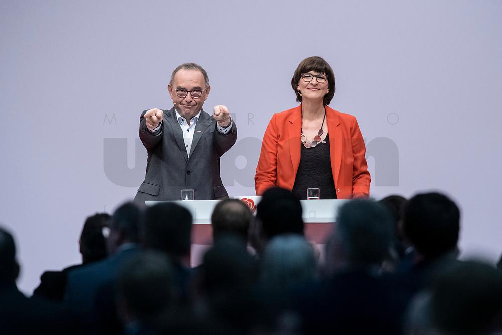 06 DEC 2019, BERLIN/GERMANY:<br /> Norbert Walter-Borjans (R), SPD, Minister a.D., Kandidat fur das Amt des Parteivorsitzenden, Saskia Esken (L), MdB, SPD, Kandidatin fuer das Amt der Parteivorsitzenden, nach ihren Bewerbungsreden und vor der Wahl der Parteivorsitzenden, SPD Bundesprateitag, CityCube<br /> IMAGE: 20191206-01-070<br /> KEYYWORDS: Party Congress, Parteitag, klatschen, applaudieren, Applaus