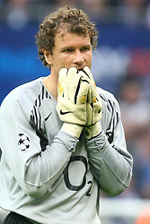 PARIS, FRANCE - WEDNESDAY, MAY 17th, 2006: Arsenal's Jens Lehmann looks dejected after being sent off for bringing down FC Barcelona's Samuel Eto'o during the UEFA Champions League Final at the Stade de France. (Pic by David Rawcliffe/Propaganda)