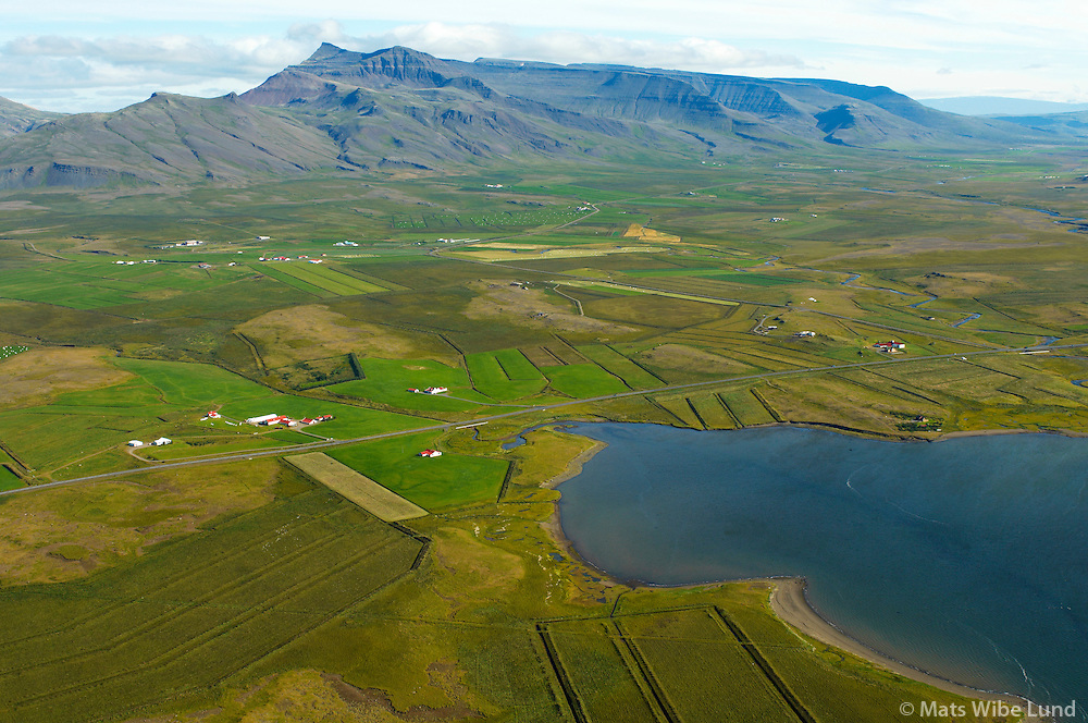 Lyngholt og Lækur séð til norðurs, Skarðsheiði mountains, Leirár- og Melahreppur /.Lyngholt and Laekur viewing north, Skardsheidi, Leirar- and Melahreppur.