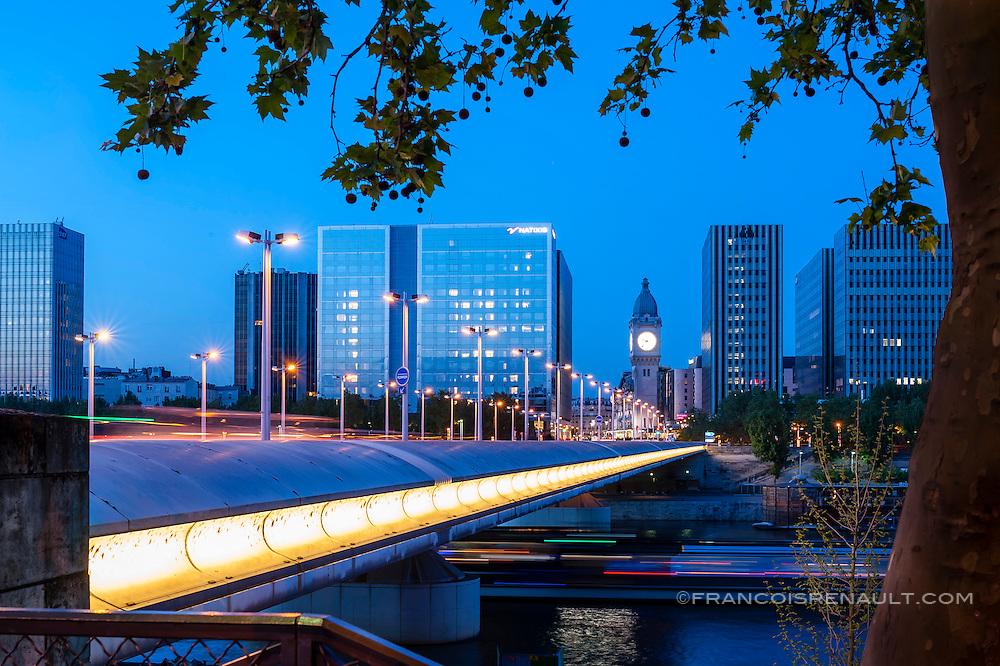Le pont Charles-de-Gaulle , Paris.