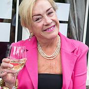 NLD/Blaricum/20160906 - Willibrord Frequin viert 75 ste verjaardag in Moeke Spijkstra, Viola Holt