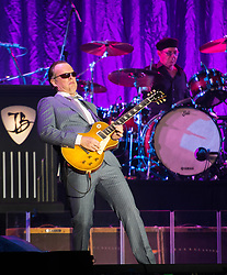 © Licensed to London News Pictures. 09/03/2018. Cardiff, UK. JOE BONAMASSA in concert at Cardiff Motorpoint Arena. Photo credit: Simon Chapman/LNP