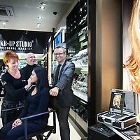 Nederland, Amstelveen , 7 december 2011..Kitty Kwakman, Wil van het Hek (m) en Rienk Koopman van Make-Up Studio in Amstelveen..Foto:Jean-Pierre Jans
