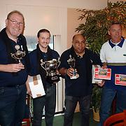 NLD/Huizen/20060114 - Prijsuitreiking bowlingtoernooi BNI Huizen met sponsor Rene Gomersbach Bibi's garage Huizen