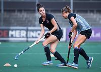 AMSTELVEEN - Marijn Veen (A'dam) met  Eva de Goede (A'dam)    tijdens de  training van de dames van Amsterdam (AH&BC) voor de eerste competitiewedstrijd. COPYRIGHT KOEN SUYK