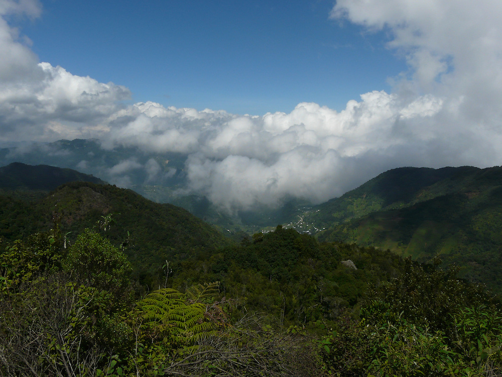 EN&gt; Clouds gather on top of the mountains in the Chiapas highlands | <br /> SP&gt; Las nubes se aglomeran en las cumbres de los altos de Chiapas