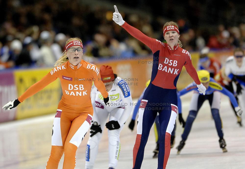 09-12-2006 MARATHONSCHAATSEN: 10E ESSENT CUP DAMES: HEERENVEEN <br /> Danielle Bekkering wint de 10de wedstrijd in de Essent Cup<br /> &copy;2006-WWW.FOTOHOOGENDOORN.NL