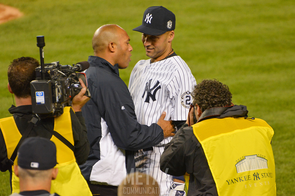 Mariano Rivera congratulates Derek Jeter for a great night and a great career following his final game at Yankee Stadium.