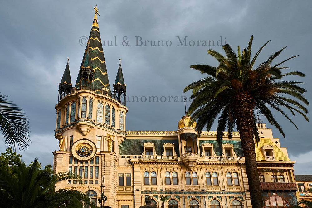 Georgie, Batumi, place de l'Europe, architecture Belle Epoque // Georgia, Batumi, Europe Square, Belle Epoque buildings