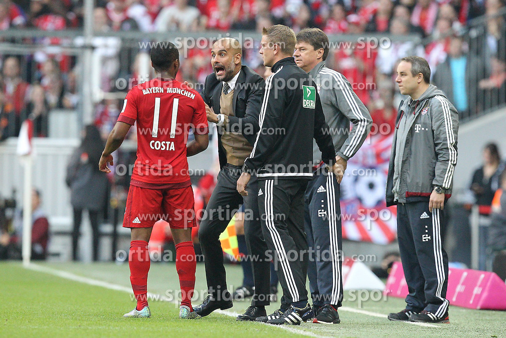04.10.2015, Allianz Arena, Muenchen, GER, 1. FBL, FC Bayern Muenchen vs Borussia Dortmund, 8. Runde, im Bild l-r: Douglas Costa #11 (FC Bayern Muenchen) bekommt von Trainer Pep Guardiola (FC Bayern Muenchen) anweisungen // during the German Bundesliga 8th round match between FC Bayern Munich and Borussia Dortmund at the Allianz Arena in Muenchen, Germany on 2015/10/04. EXPA Pictures &copy; 2015, PhotoCredit: EXPA/ Eibner-Pressefoto/ Kolbert<br /> <br /> *****ATTENTION - OUT of GER*****