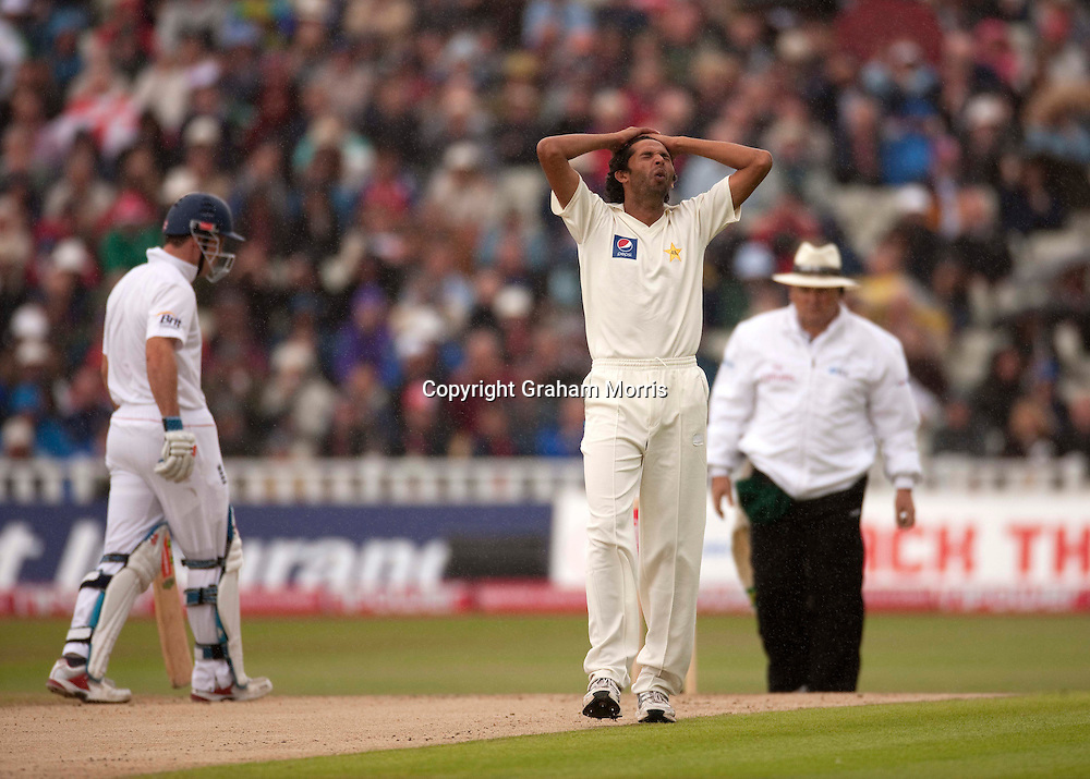 Mohammad Asif frustrated in the rain during the second npower Test Match between England and Pakistan at Edgbaston, Birmingham.  Photo: Graham Morris (Tel: +44(0)20 8969 4192 Email: sales@cricketpix.com) 06/08/10