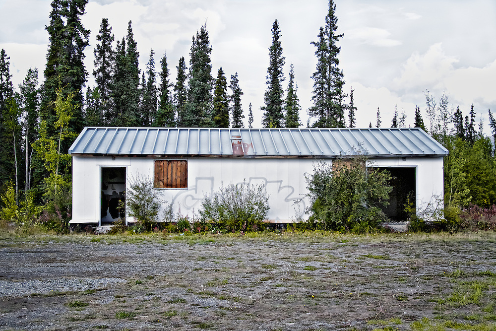Many Alaska Highway roadhouses evolved from American military camps built during the construction of the 2,700 kilometre highway completed in 1942. Roadhouses typically offered a place to stay, a meal and gas, and were spaced no more than a day's drive apart.<br />