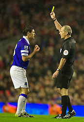 28.01.2014, Anfield, Liverpool, ENG, Premier League, FC Liverpool vs FC Everton, 23. Runde, im Bild Everton's Gareth Barry is shown, yellow card by referee Martin Atkinson // during the English Premier League 23th round match between Liverpool FC and Everton FC at Anfield in Liverpool, Great Britain on 2014/01/29. EXPA Pictures &copy; 2014, PhotoCredit: EXPA/ Propagandaphoto/ David Rawcliffe<br /> <br /> *****ATTENTION - OUT of ENG, GBR*****