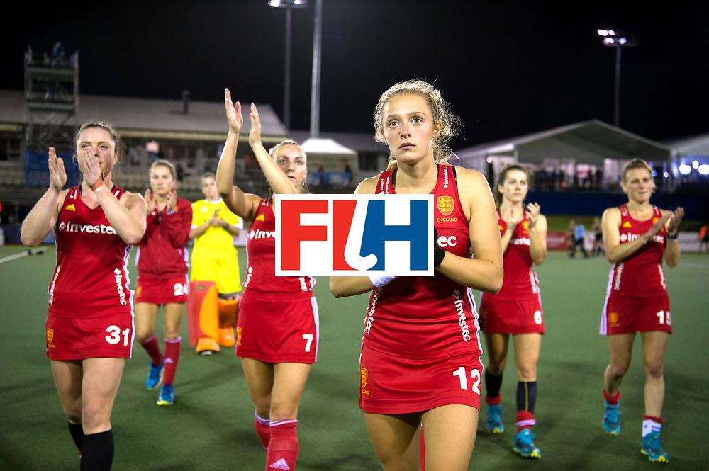 AUCKLAND - Sentinel Hockey World League final women<br /> Match id: 10310<br /> 20 ENG v NZL (Semi Final) 0-1<br /> New Zealand play the final<br /> Foto:  Erica Sanders and the rest of the team thanks the fans.<br /> WORLDSPORTPICS COPYRIGHT FRANK UIJLENBROEK