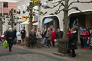 4-2-2014 BAARN - Prinses Beatrix verlaat het stadhuis van Baarn, nadat zij zich officieel heeft laten inschrijven als inwoner van de gemeente. De prinses gaat per direct wonen op kasteel Drakensteyn in Lage Vuursche. COPYRIGHT ROBIN UTRECHTT