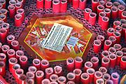 Nederland, Nijmegen, 31-12-2016 Bij een vuurwerk verkooppunt wordt siervuurwerk verkocht om af te steken met de jaarswisseling . Foto: Flip Franssen