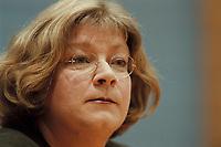 09 JAN 2001, BERLIN/GERMANY:<br /> Andrea Fischer, Bundesgesundheitsministerin a.D., gibt ihren Ruecktritt vom Amt der Bundesministerin vor der Bundespressekonferenz bekannt<br /> IMAGE: 20010109-01/01-27<br /> KEYWORDS: press conference, R&uuml;cktritt