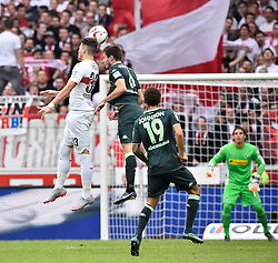 26.09.2015, Mercedes Benz Arena, Stuttgart, GER, 1. FBL, VfB Stuttgart vs Borussia Moenchengladbach, 7. Runde, im Bild Kopfballduell, Zweikampf, Aktion Daniel Ginczek VfB Stuttgart (links) gegen Mahmoud Dahoud Borussia Moenchengladbach // during the German Bundesliga 7th round match between VfB Stuttgart and Borussia Moenchengladbach at the Mercedes Benz Arena in Stuttgart, Germany on 2015/09/26. EXPA Pictures © 2015, PhotoCredit: EXPA/ Eibner-Pressefoto/ Weber<br /> <br /> *****ATTENTION - OUT of GER*****
