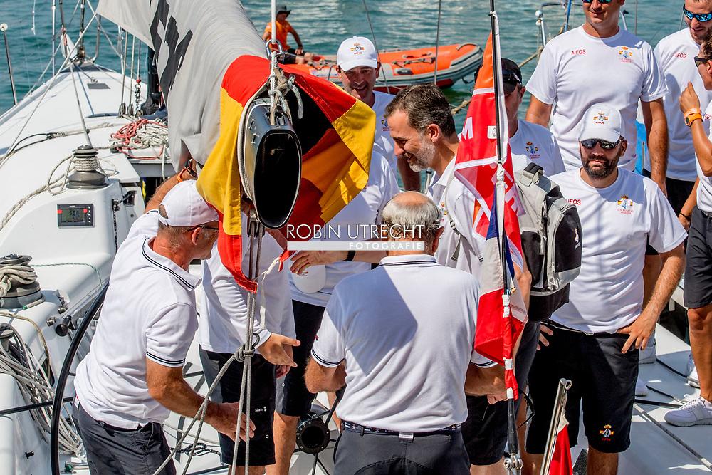 31-7-2017 PALMA DE MALLORCA - Spain's King Felipe VI and crew members of Aifos ship as they compete in the 36th King's Sailing Cup in Palma de Mallorca, Mallorca island, Balearic Islands, Spain, 31 July 2017 COPYRIGHT ROBIN UTRECHT <br /> <br /> 31-7-2017 PALMA DE MALLORCA - Spanje's Koning Felipe VI en bemanningsleden van Aifos-schip als ze zeilen  in de 36e Koning Zeilbeker in Palma de Mallorca, Mallorca eiland, Balearen, Spanje, 31 juli 2017 COPYRIGHT ROBIN UTRECHT