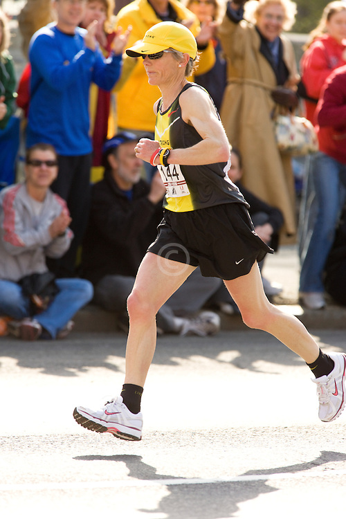 Joan Benoit Samuelson passing 9 mile mark