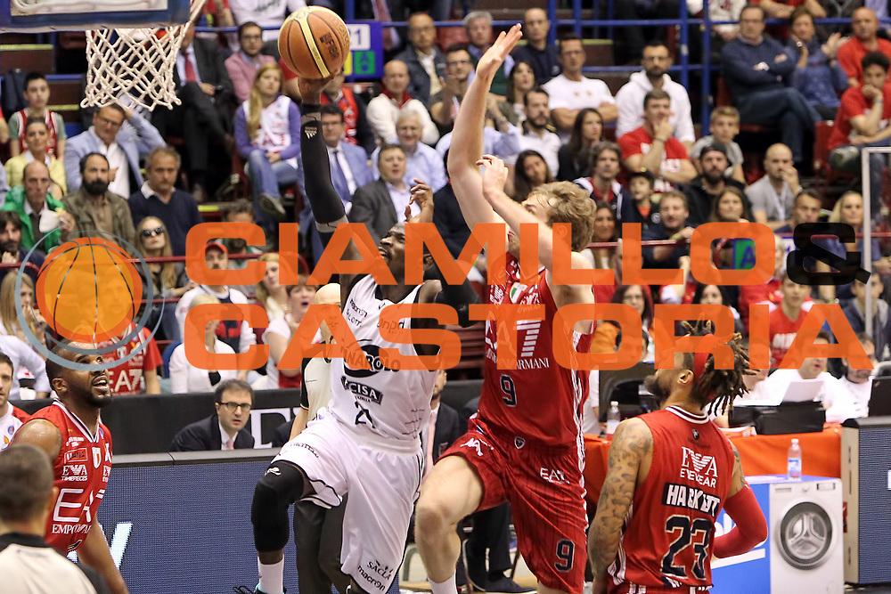 DESCRIZIONE: Milano Lega A 2014-15 <br /> EA7 Emporio Armani Granarolo Bologna<br /> GIOCATORE: Jeremy Hazell<br /> CATEGORIA: tiro penetrazione<br /> SQUADRA: Granarolo Bologna<br /> EVENTO: Play-off quarti di finale gara 2 2014-2015<br /> GARA: EA7 Emporio Armani Granarolo Bologna<br /> DATA: 20/05/2015<br /> SPORT: Pallacanestro<br /> AUTORE: Agenzia Ciamillo-Castoria/A. Ossola<br /> Galleria: Lega Basket A 2014-2015<br /> Fotonotizia: Milano Lega A 2014-15 <br /> EA7 Emporio Armani Granarolo Bologna