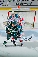 KELOWNA, CANADA - SEPTEMBER 29: Connor Dewar #43 of the Everett Silvertips is checked by Gordie Ballhorn #4 in front of the net of Brodan Salmond #31 of the Kelowna Rockets on September 29, 2017 at Prospera Place in Kelowna, British Columbia, Canada.  (Photo by Marissa Baecker/Shoot the Breeze)  *** Local Caption ***