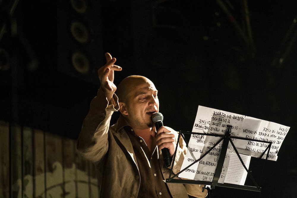 Perturbazione, spettacolo Le città viste dal basso, con ospiti. Valerio Ghedini. Milano Film Festival, settembre 2007.