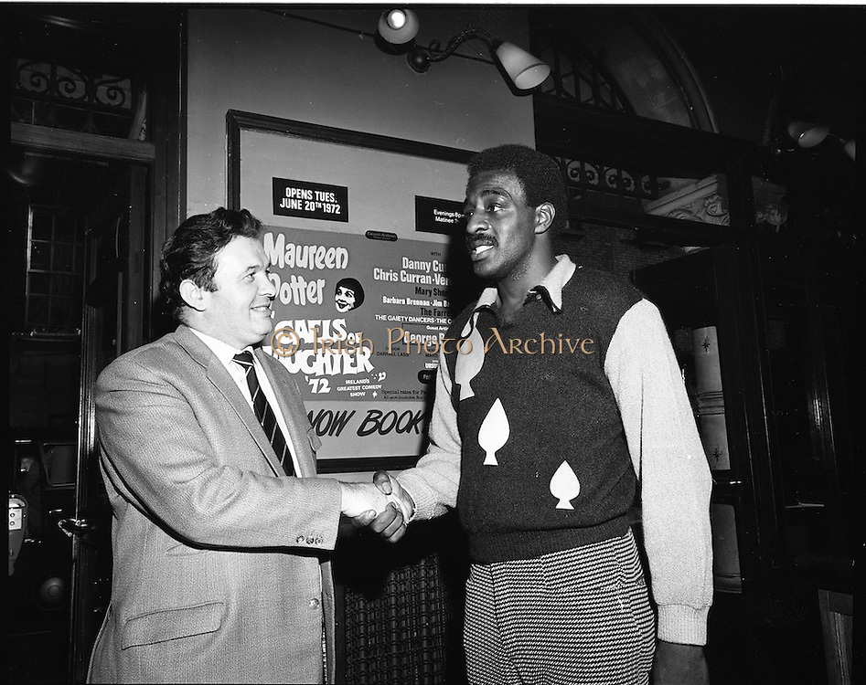 14/07/1972<br /> 07/14/1972<br /> 14 July 1972<br /> Al &quot;Blue&quot; Lewis at the Gaiety Theatre. Lewis shakes hands with Fred O'Donovan  Group Managing Director for Eamonn Andrews Studios.