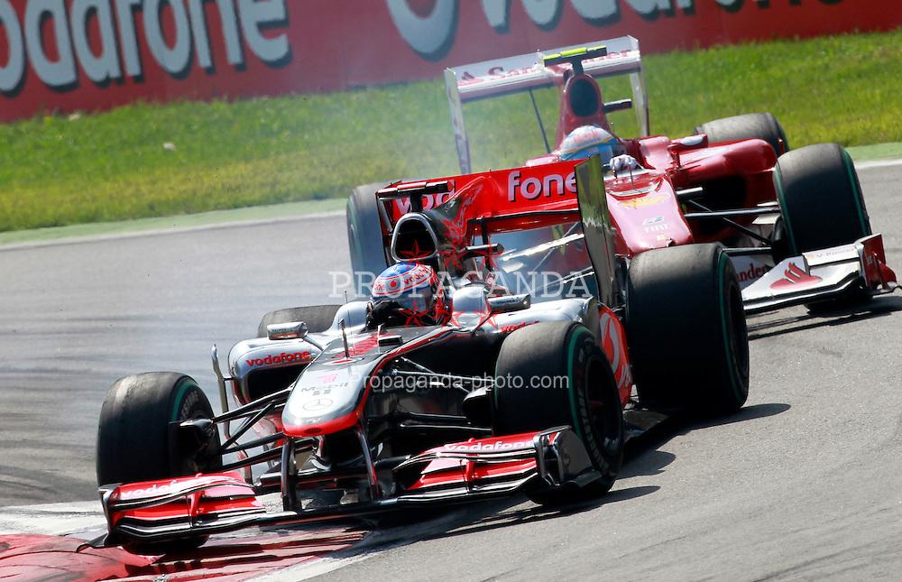 Motorsports / Formula 1: World Championship 2010, GP of Italy, Monza, 01 Jenson Button (GBR, Vodafone McLaren Mercedes), 07 Felipe Massa (BRA, Scuderia Ferrari Marlboro),
