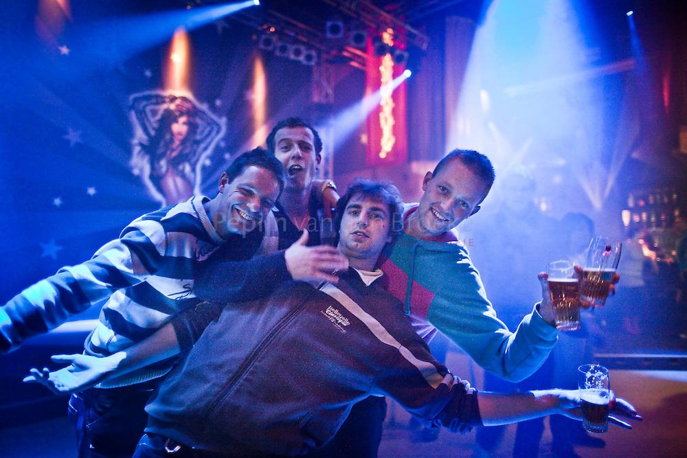 Groningen , nacht van 18 op 19 december 2009. Openingsavond discotheek Pruim City.  foto: Pepijn van den Broeke