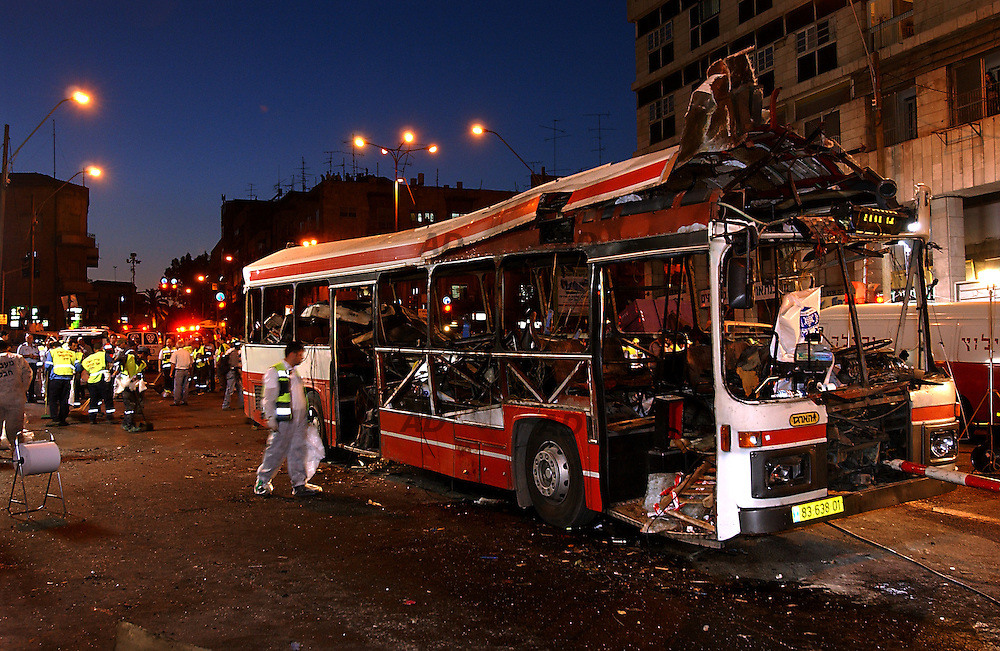 Jaffa road: sixteen people died in suicide bus attack of Hamas terrorist  after a israeli attack to Hamas leader.