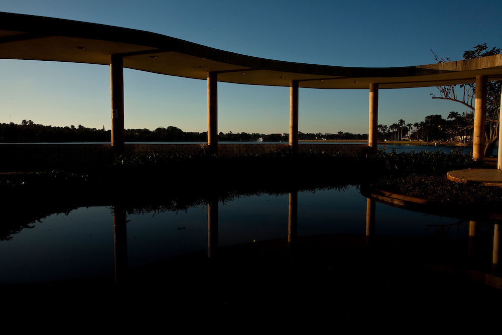 Belo Horizonte_MG, Brasil...A Casa do Baile, faz parte do conjunto arquitetonico da Pampulha, criado pelo arquiteto Oscar Niemeyer na decada de 40 em Belo Horizonte, Minas Gerais...Casa do Baile (The Ball House): Amongst the attractions in the Pampulha Architectonic Complex, the Casa do Baile synthesizes peculiar concepts of Niermeyer's work in different period in Belo Horizonte, Minas Gerais...Foto: LEO DRUMOND / NITRO