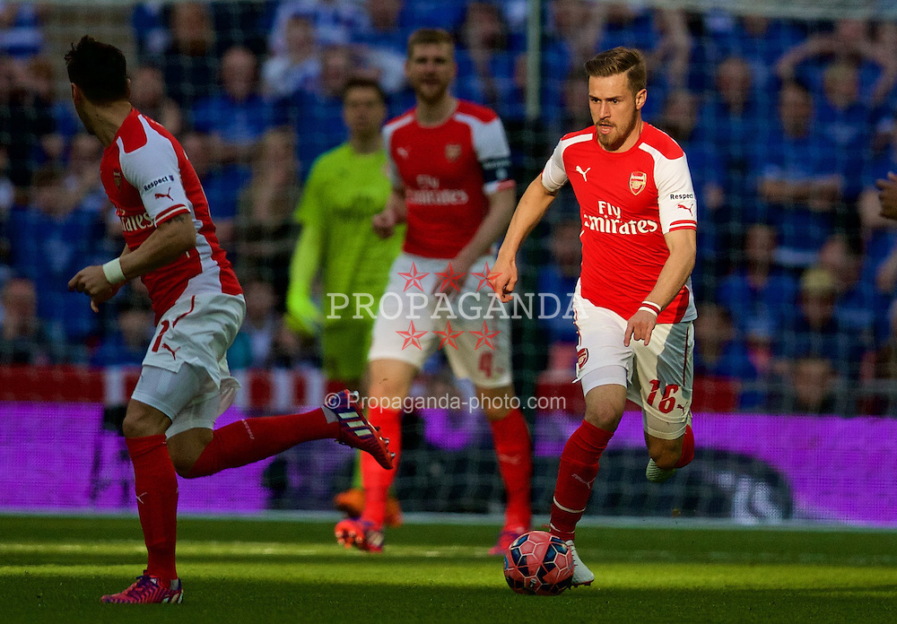 LONDON, ENGLAND - Saturday, April 18, 2015: Arsenal's Aaron Ramsey in action against Reading during the FA Cup Semi-Final match at Wembley Stadium. (Pic by David Rawcliffe/Propaganda)