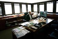 Brasilia, DF, Brasil, 19/06/2007, 11h19: O ministro Henrique Meirelles, presidente do Banco Central, trabalha em sua sala no Banco Central do Brasil.  foto:Caio Guatelli