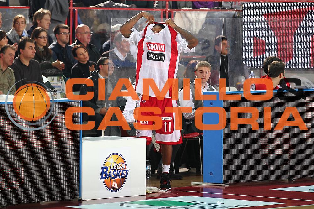 DESCRIZIONE : Varese Lega A 2010-11 Cimberio Varese Scavolini Siviglia Pesaro<br /> GIOCATORE : Andre Collins<br /> SQUADRA : Scavolini Siviglia Pesaro<br /> EVENTO : Campionato Lega A 2010-2011<br /> GARA : Cimberio Varese Scavolini Siviglia Pesaro<br /> DATA : 17/10/2010<br /> CATEGORIA : Ritratto Curiosita<br /> SPORT : Pallacanestro<br /> AUTORE : Agenzia Ciamillo-Castoria/G.Cottini<br /> Galleria : Lega Basket A 2010-2011<br /> Fotonotizia : Varese Lega A 2010-11 Cimberio Varese Scavolini Siviglia Pesaro<br /> Predefinita :