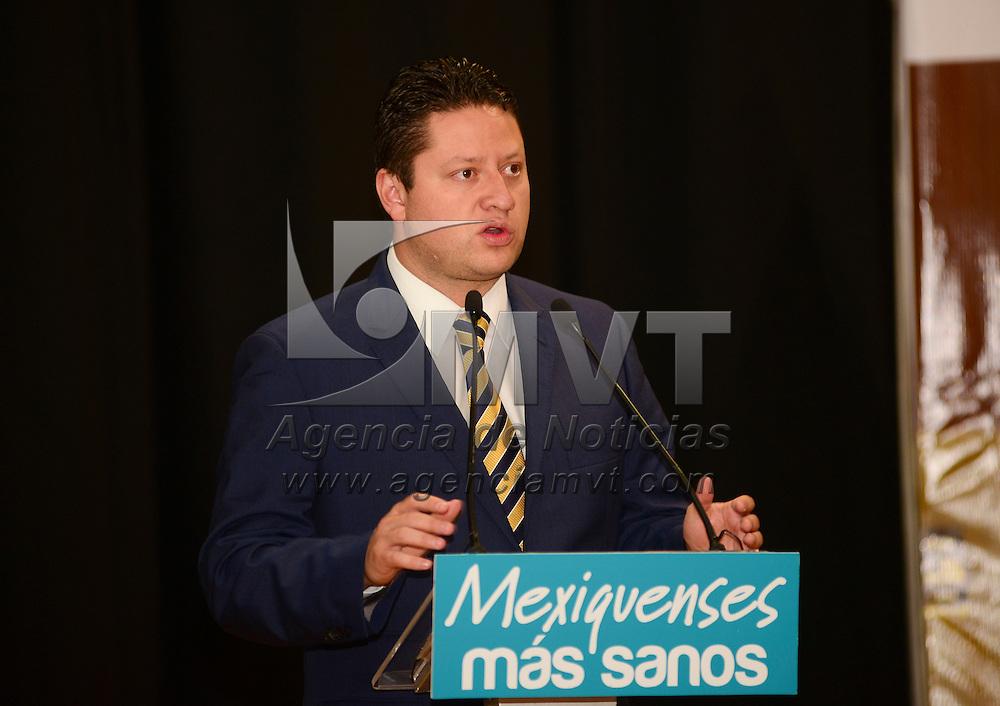 Toluca, México.- César Nomar Gómez Monge, secretario de Salud del Estado de México encabezó el 1er Foro de Capacitación para Servicios de Hotelería, en donde se firmó un convenio de colaboración con el sector restaurantero y hotelero para impulsar el proyecto de regulación y prevención de riesgos sanitarios en hoteles.  Agencia MVT / Crisanta Espinosa.