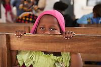 06 OCT 2009, ARUSHA/TANZANIA:<br /> Kleines Maedchen wartet im Ngarenaro Health Center, ONE Informationsreise nach Tansania, Arusha / Kilimandscharo<br /> IMAGE: 20091006-01-124<br /> KEYWORDS: Reise, Trip, Afrika, Africa, Gesundheit, Gesundheitszentrum, child, Mädchen