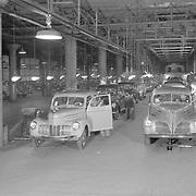1940 Studebaker final assembly line.