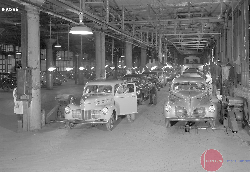1940 Studebaker final assembly line.