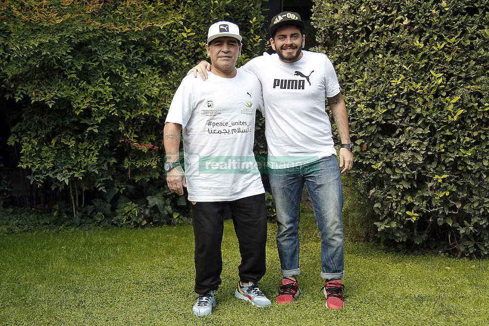 Diego Armando Maradona mit Sohn Diego Jr bei einer Pressekonferenz zum Benefiz-Fussball-Event Spiel f¸r den Frieden am 12. Oktober 2016 in Rom / 101016 <br /> <br /> ***Match of Peace: United For Peace' photocall, Rome, Italy on october 10, 2016***