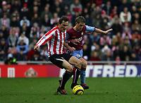 Photo: Andrew Unwin.<br />Sunderland v Aston Villa. The Barclays Premiership.<br />19/11/2005.<br />Sunderland's Dean Whitehead (L) looks to hold off Aston Villa's Steven Davis (R).