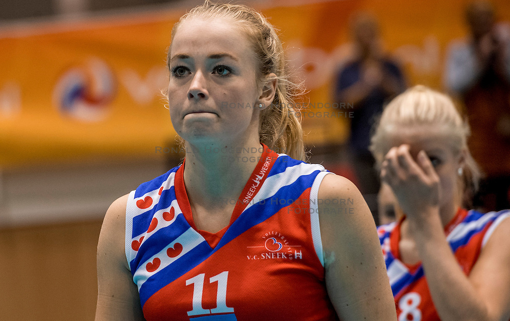 02-10-2016 NED: Supercup VC Sneek - Eurosped, Doetinchem<br /> Eurosped wint de Supercup door Sneek met 3-0 te verslaan / Roos van Wijnen #11 of Sneek