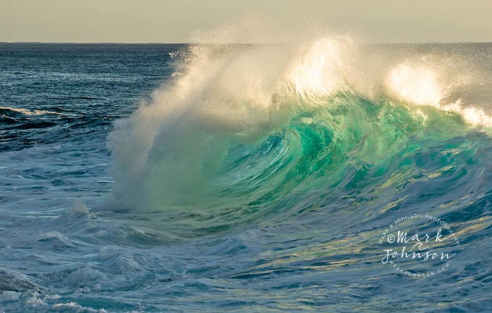 Foamy wave, Hawaii